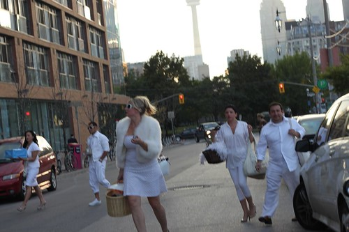 Rushing to Diner en Blanc
