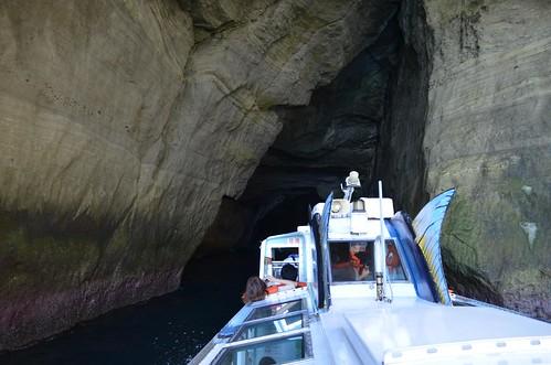 洞窟に入るところ