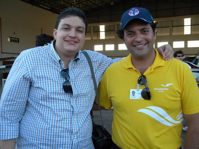 Eu e o Comandante Felício, após o voo.