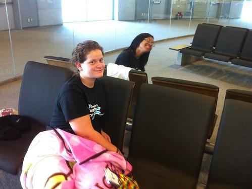 Esperando  Otro Vuelo / Waiting for the Next Flight