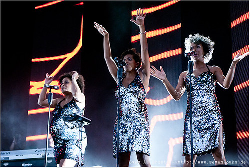 Esther Cowens, N'gone Thiam, Myra Maud / Jan Delay & Disko No. 1
