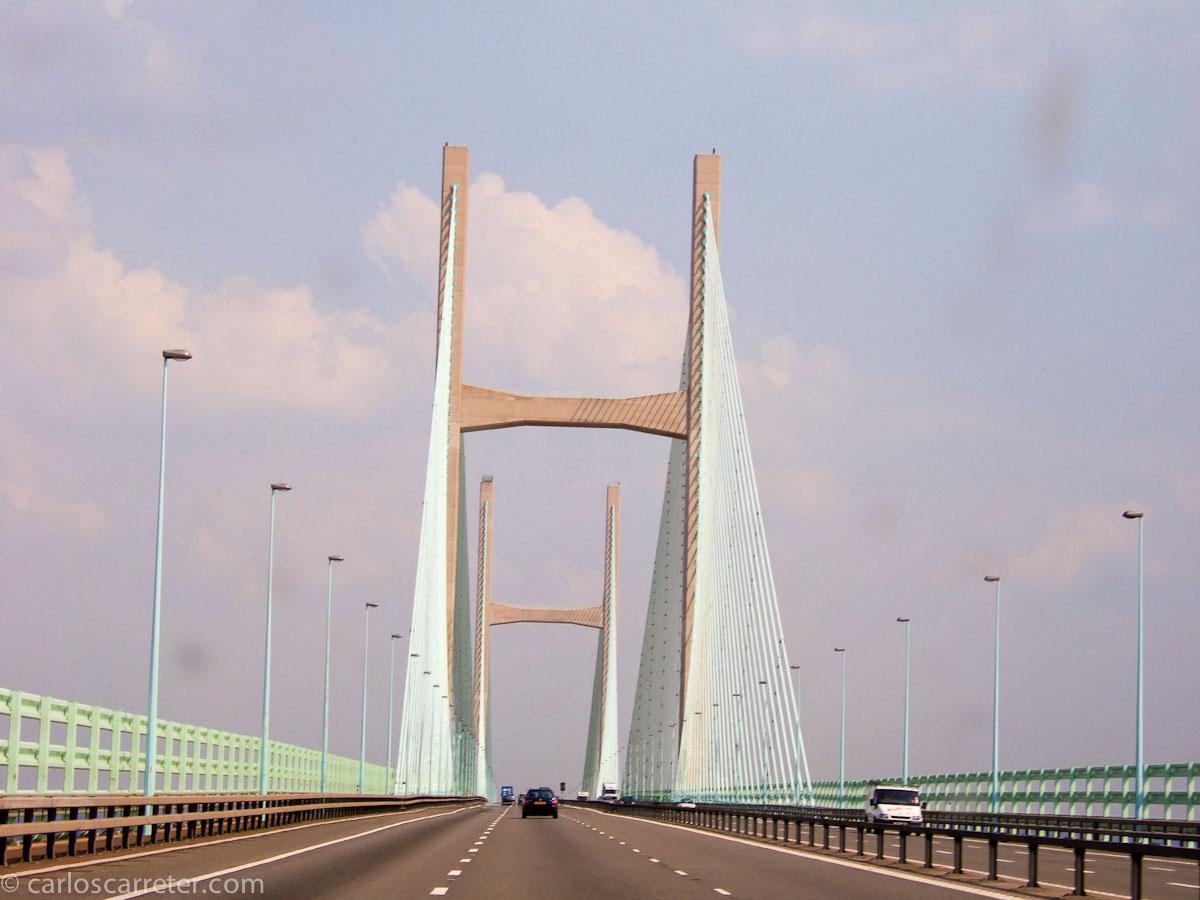 Puente en la desembocadura del Severn