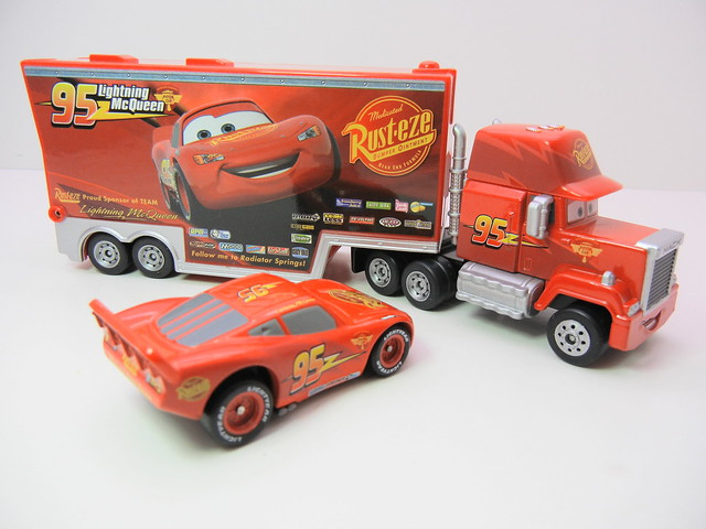 disney cars tomica mack & lightning mcqueen exclusive (5)