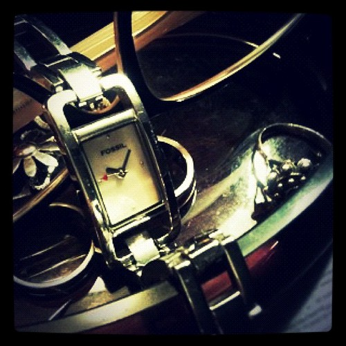 Lo 1° q hago al llegar a casa: quitarme el reloj by rutroncal
