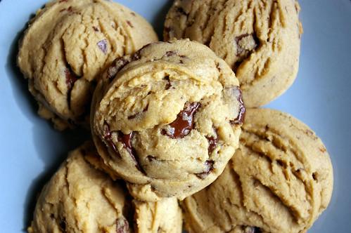Dark chocolate chunk cookies I
