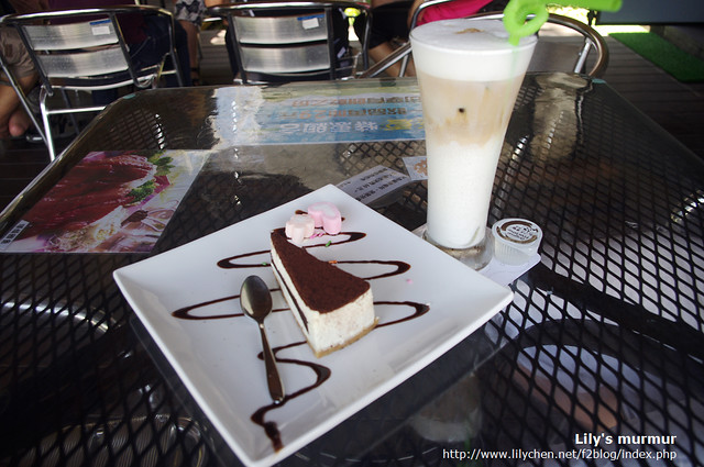 松園別館咖啡館賣的咖啡還不錯,算一般水準,但提拉米蘇是知名的花蓮提拉米蘇,連尼都說好吃。
