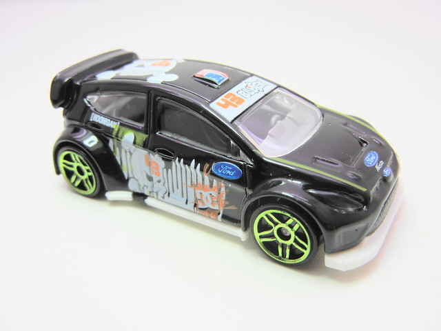 hot wheels '11 ken block ford fiesta (2)