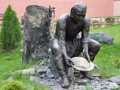 Pomnik poszukiwacza złota by Polek
