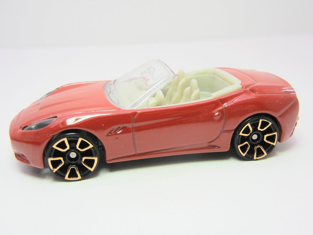 hot wheels ferrari california red (2)