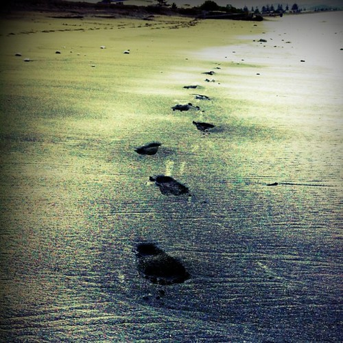 Footprints in Napier by mengteck