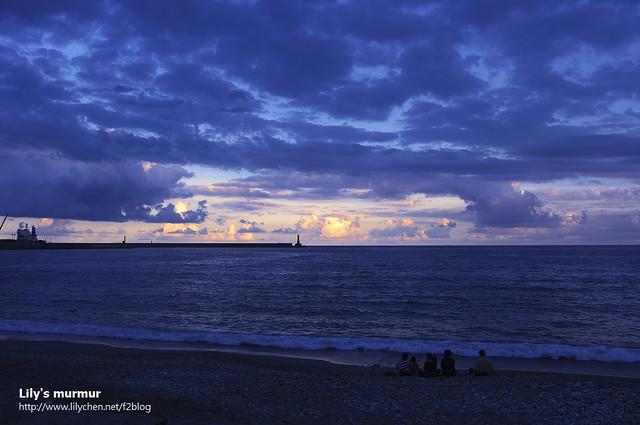 每天的黃昏就是每日的魔幻時刻。靜坐海邊欣賞海邊晚霞。