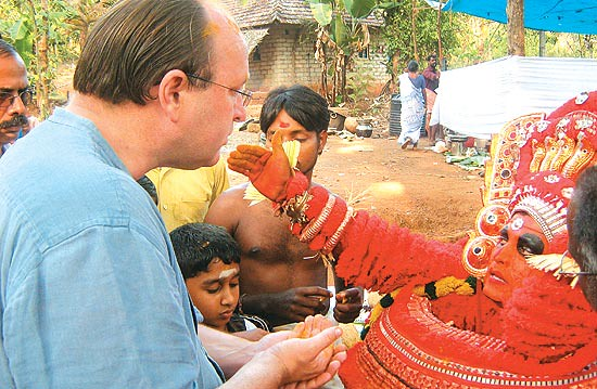 Dalrymple with Hari Das (the prison warden) in his theyyam avatar (via OutlookIndia.com)
