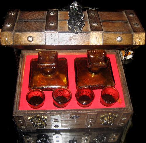 20110917 - yard sale booty - 0 - liquor chest - IMG_3515