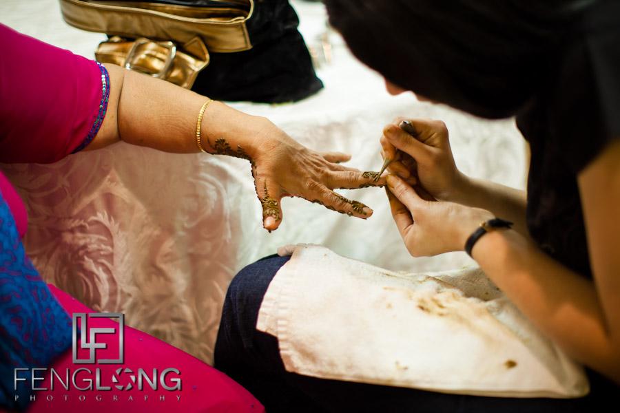 Applying Henna to Hands | Shamz & Sana's Wedding Day 1 | Hyatt Place Atlanta Airport South | Atlanta Indian Photographer