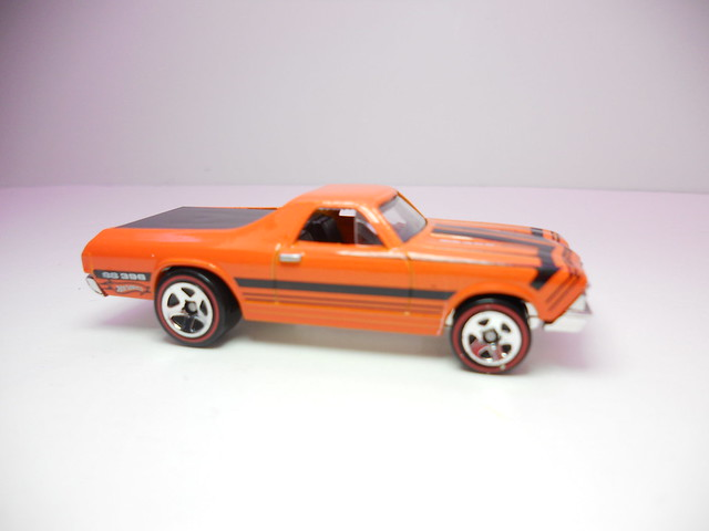 hot wheels '68 el camino orange (2)
