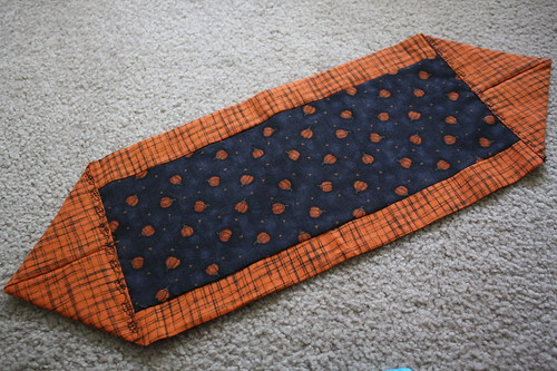 table runner pumpkins fall