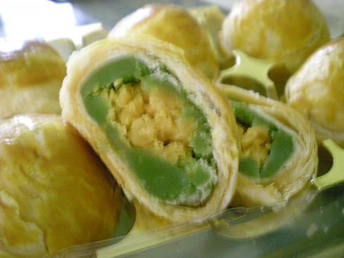 Chung's pandan salted egg mooncake 3