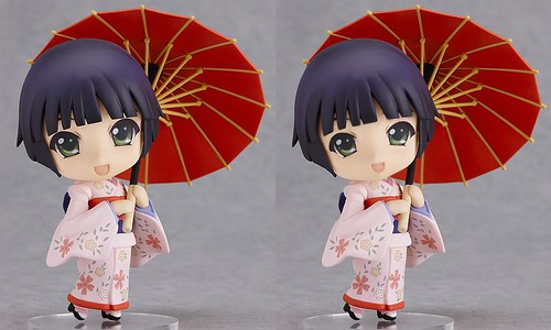 Nendoroid Yune (left: official pic, right: fixed)