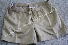 mat khaki shorts