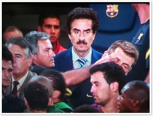 Tito Vilanova agrede con su ojo a Mourinho