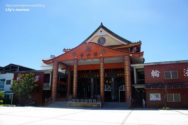 台東海山寺正門口,很巨大呢。