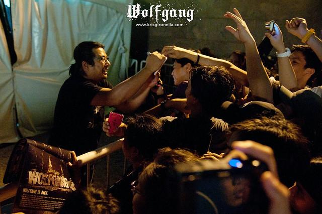 Mon Legaspi with Fans