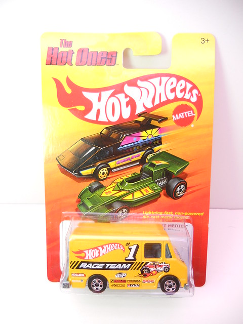 hot wheels hot ones medic (1)