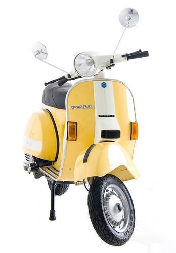 Vespa/Yellow Cab