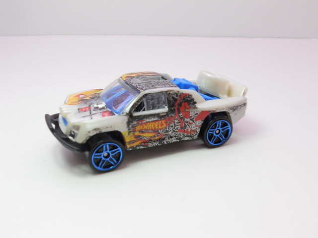 hot wheels off track beige (2)