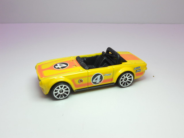 hot wheels triumph tr6 (2)