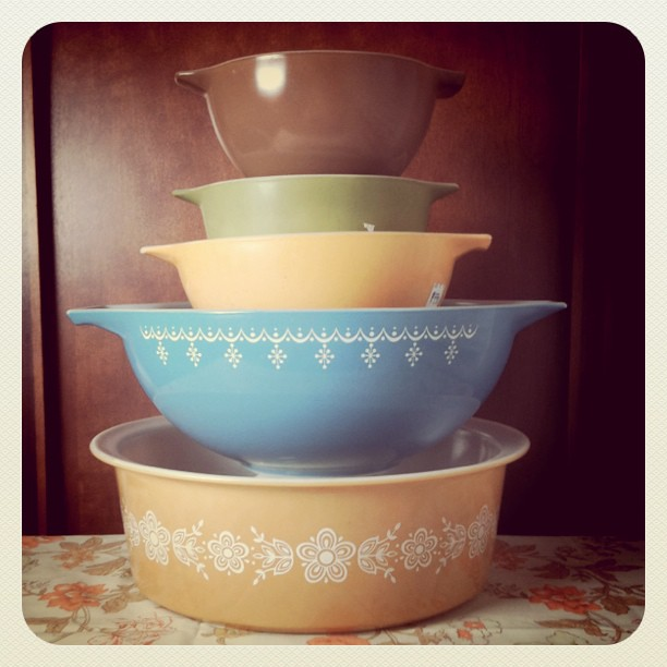 A good day for #vintage #pyrex today at the thrifts. This whole stack was less than $10. Yay for #thrifting !