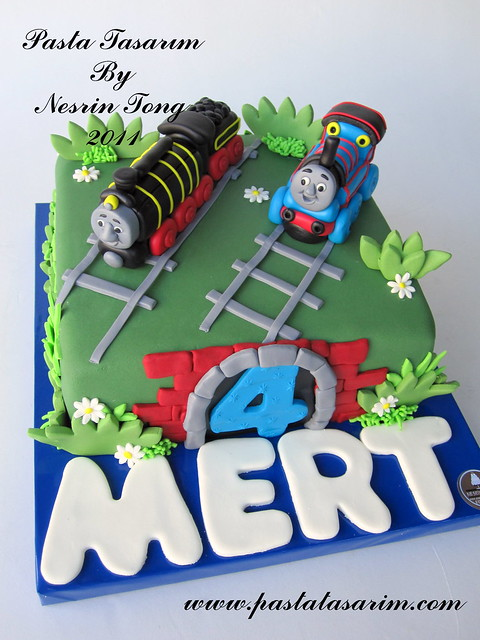 TRAIN THOMAS AND HIRO CAKE - MERT BIRTHDAY CAKE
