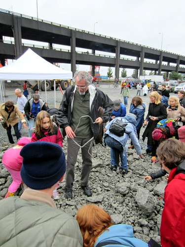 people grabbing their piece of the viaduct