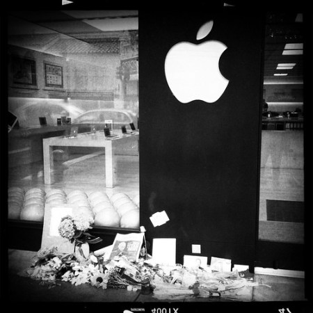 Steve Jobs memorial outside Palo Alto Apple store
