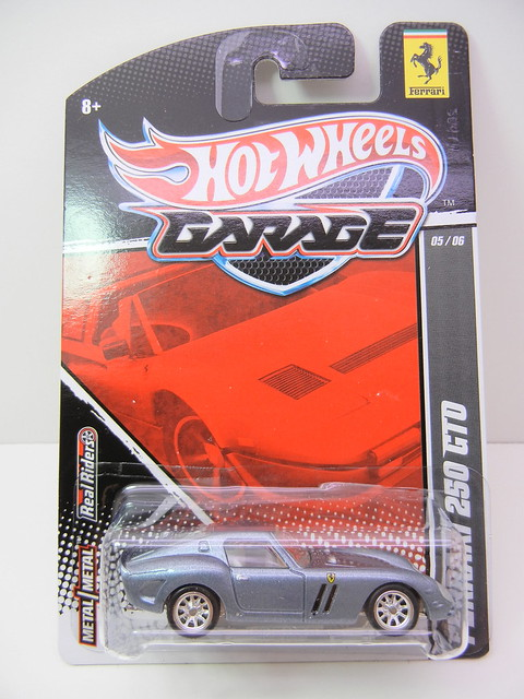 2011 HOT WHEELS GARAGE 30 CAR SET FERRARI 250 GTO (1)