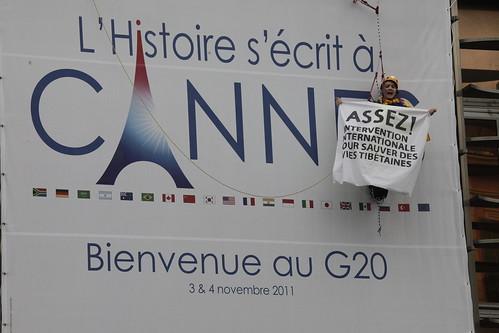 G20 banner drop for Tibet