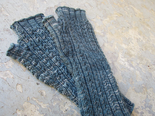 Hedgerow Mitts-6.JPG