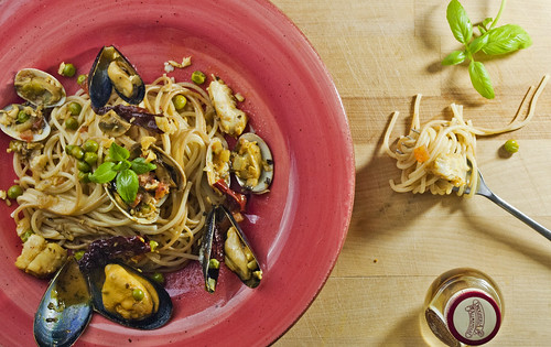 Manila Clams, Mussels and Chilli Spagetti by Parinita