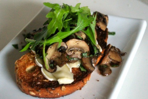 Mushrooms, Brie and Arugula