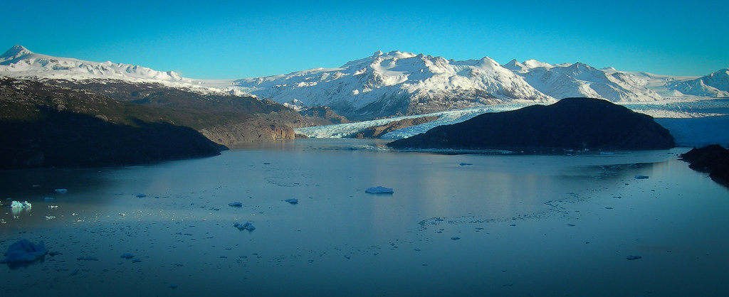 Lago and Glaciar Grey, fed by the Southern Patagonian Ice Cap (july 2006)