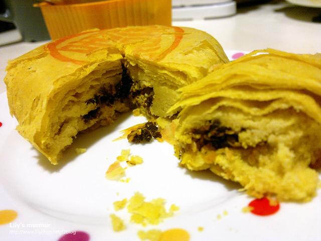 咖哩的口味還蠻特別的,內餡確實有咖哩香味,又是鹹口味,在許多甜口味的素食禮餅當中可謂獨樹一格。