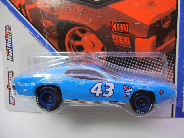HOT WHEELS VINTAGE RACING RICHARD PETTY'S '71 PLYMOUTH GTX (2)