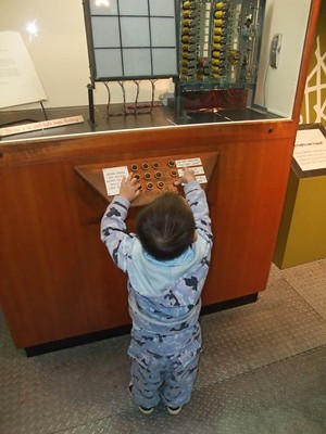 ScienceWorks Noughts and Crosses Machine