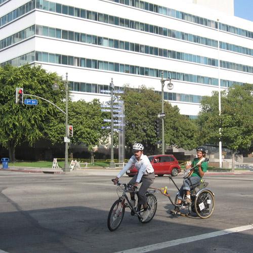09-25-11-CA-LA-LAVA walking tour-banjo player on a bicycle trailer.jpg