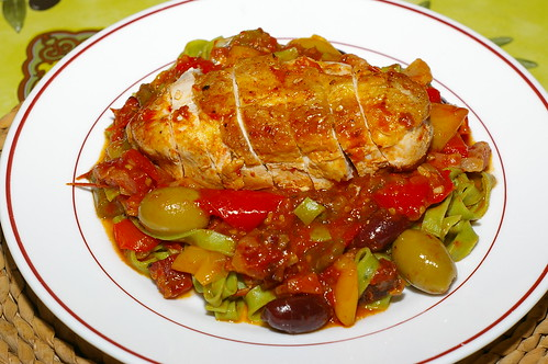 Chicken breast with peppers, olives and tomatoes by La belle dame sans souci