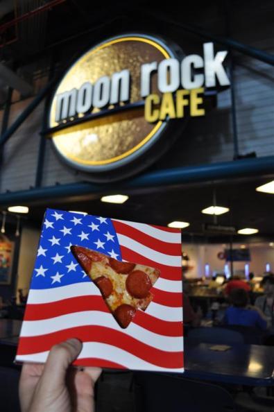 Pizza de pepperoni de astronautas, dicen que es lo primero que piden al llegar a la tierra El último viaje del Transbordador Espacial desde Cabo Cañaveral El último viaje del Transbordador Espacial desde Cabo Cañaveral 5922909492 8fac3666e8 o