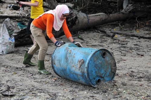 157pre-national-day-cleanup-lim_chu_kang-06aug2011[kpinto]