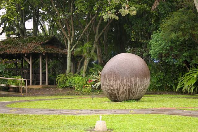 Stone sphere of Costa Rica, National Museum / Esfera de piedra de Costa Rica, Museo Nacional