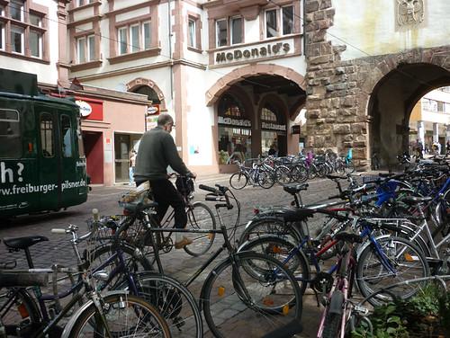 freiburg-altstadt_2-cyclist