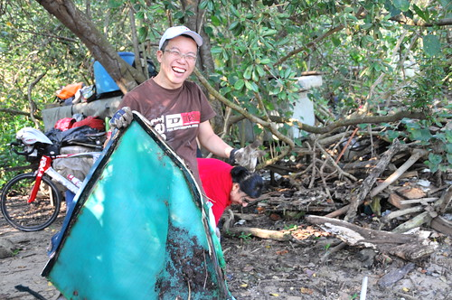 076pre-national-day-cleanup-lim_chu_kang-06aug2011[kpinto]